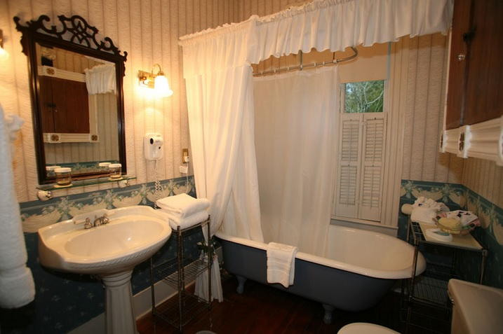 How to create a Victorian style bathroom